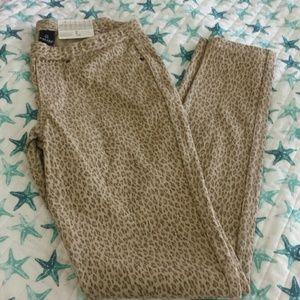 🆕 HUE Leopard Print Pants